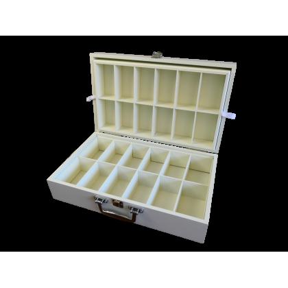 Coffret de présentation de thés 24 cases, 2 étages, laqué matifié de couleur crème avec poignée valise
